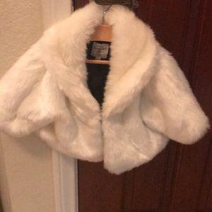 NWOT Mud Pie Baby Sz 2-3T White Fur Shawl jacket